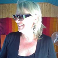 Marie<br/>créatrice et gérante de Lapara, Bijoux de créateurs, unique en Afrique, société basée au Maro